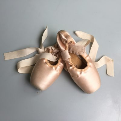 How to tie and untie pointe shoes